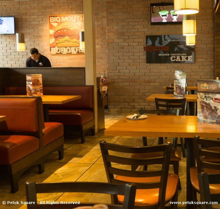 Chili's Quest Mall Decor