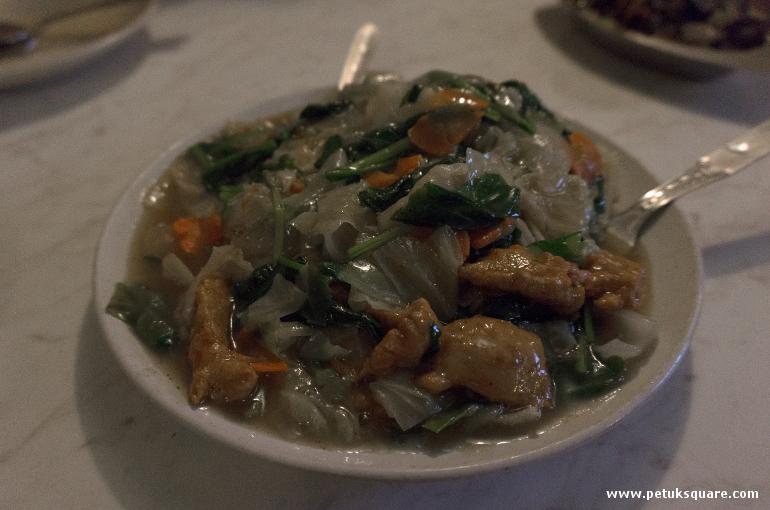 Fish noodles gravy