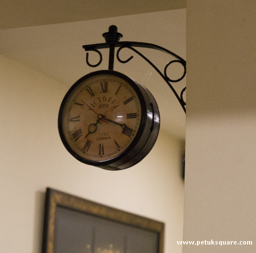 Faux antique wall clock at Doas @ Twist